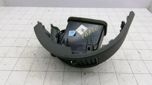 Дефлектор обдува салона Nissan Pathfinder 3 68134EA102 / 68760EA102