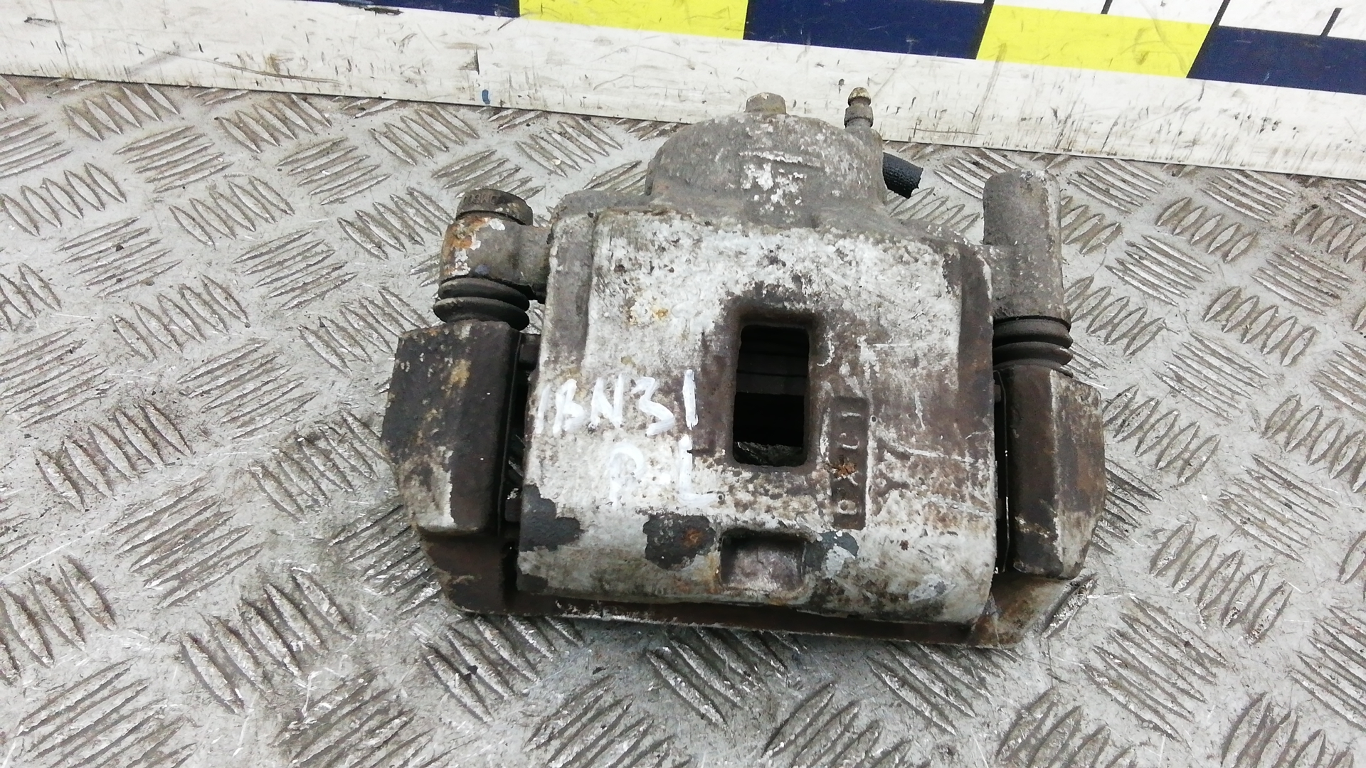 Суппорт тормозной передний левый, MAZDA, 626 GF, 2000
