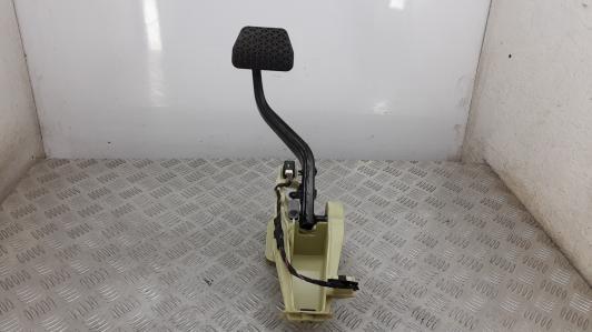 Педаль тормоза