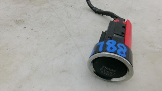 Кнопка запуска двигателя Toyota  8961102011